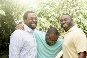 Brothers-laughing-and-talking-474561918_2125x1416-1620x1080-Vivd